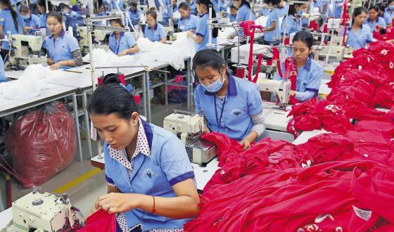 Arbeiterinnen in Textilfabrik