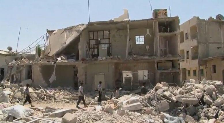 Das Foto zeigt die durch den Bürgerkrieg zerstörte syrische Stadt Azaz. Quelle: Voice of America, Report von Scott Bob aus Azaz, Syrien, Wikimedia, public domain.