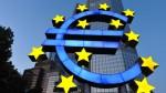 Euro-Symbol vor Bankgebäude