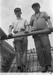 Zwei Bauarbeiter